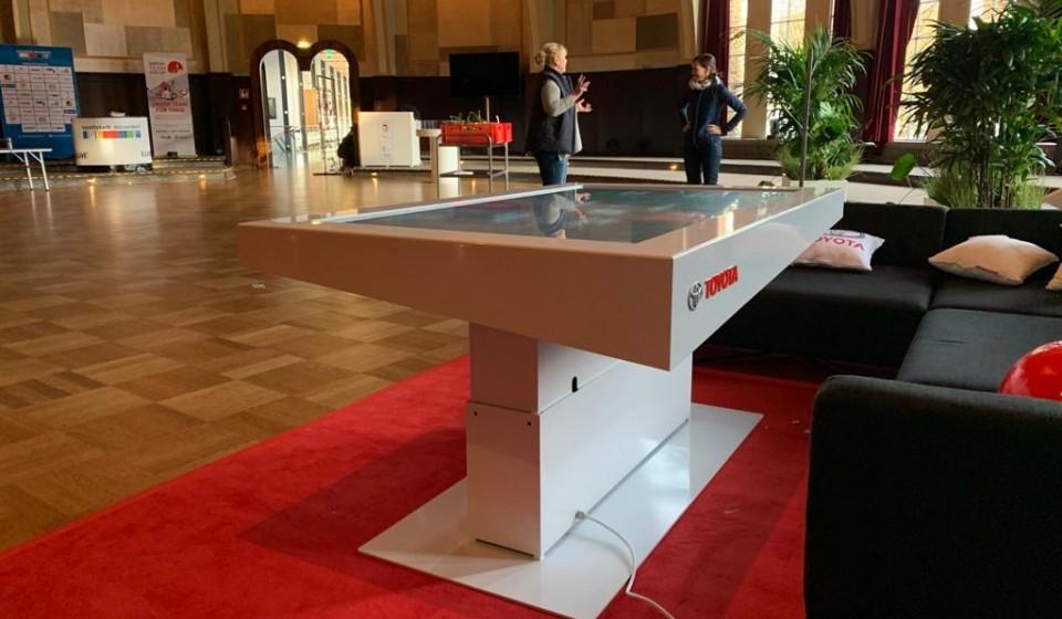 Höhenverstellbarer Tisch für Toyota Touchscreen